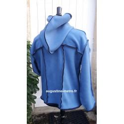 Veste avec une grande capuche pour adulte en polaire double face de couleur bleu infini et bleu marine sur l'envers De dos