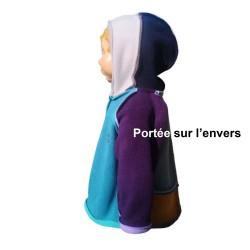 Veste Piet avec capuche pour nourrisson montage Sun-Farm en polaire double face Augustine Métro -portée sur l'envers -