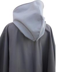 Poncho cape avec capuche  outdoor pour adulte en softshell  Léo Mallet doublé polaire noire De dos de près