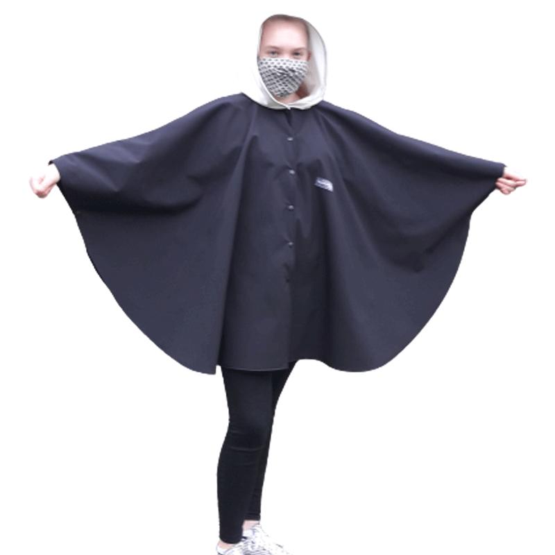 Poncho cape avec capuche pour adulte en softshell  Léo Mallet doublé de polaire noire Capuche blanche doublée polaire blanche